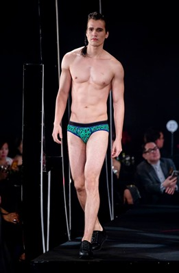 Red Charity Gala River Viiperi Bench3