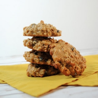 Oatmeal Cookies with Currents and Pecans