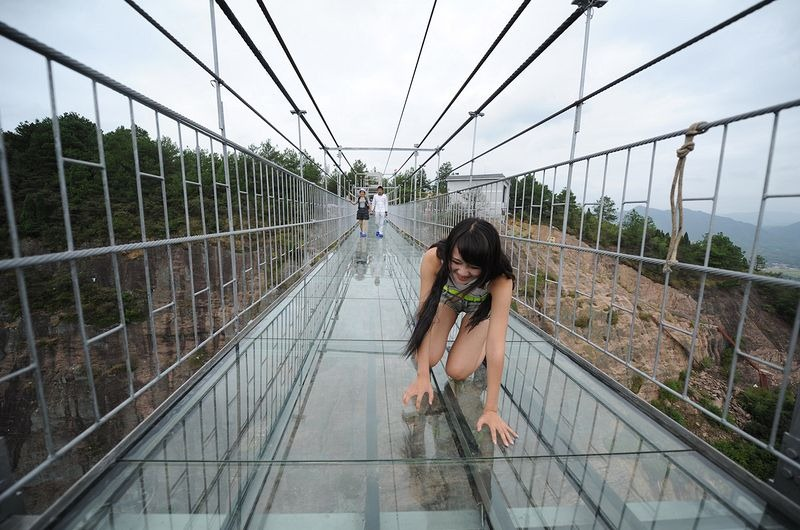 glass-suspension-bridge-china-9