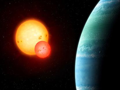 o exoplaneta Kepler-453b orbitando seu par de estrelas