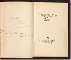 """La prima edizione di <em>The Portrait of Dorian Grey</em> (<em>Il ritratto di Dorian Grey</em>), pubblicata nell'aprile 1891 da Ward, Lock and Co e illustrata  Charles Ricketts.<br />Wilde inviò il libro ad alcuni amici: questo è quello ricevuto da Lionel Johnson, un giovane poeta e studente del New College, a Oxford.<br />(<a href=""""http://www.bl.uk/collection-items/1891-edition-of-the-picture-of-dorian-gray""""British Library</a>)<br />"""