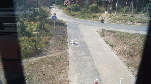 Połączenie ul. Leśnej, które przebiega pod trasą DW747 jest dostępne wyłącznie dla pieszych i rowerzystów. Super skrót!