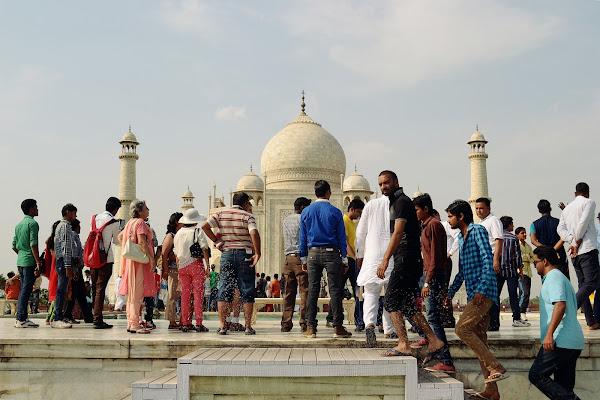 тадж махал количество посетителей толпа индусы