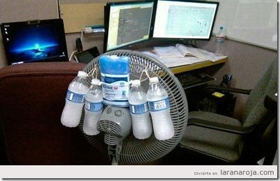 botellas-agua-congelada-atadas-ventilador