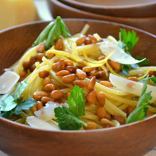 Spaghetti con Pignoli Arrosto (Spaghetti with Roasted Pine Nuts)