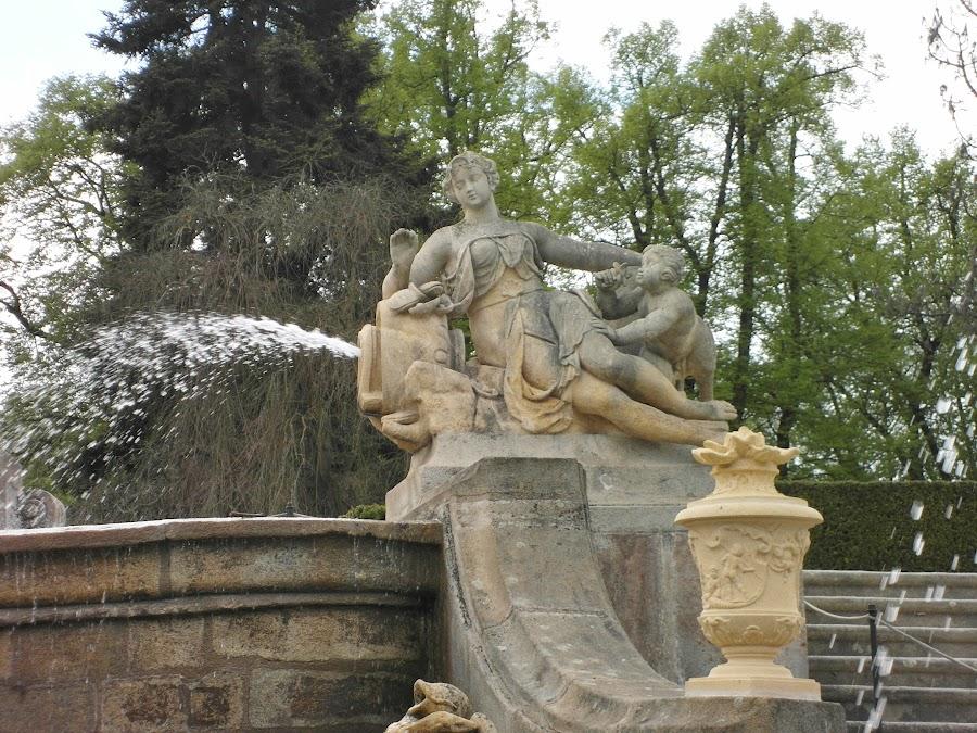 Статуя фонтана