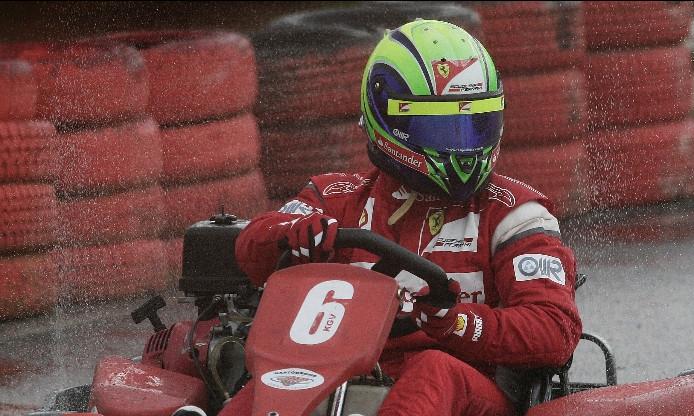 Фелипе Масса в картинговой гонке под дождем 22 ноября 2011