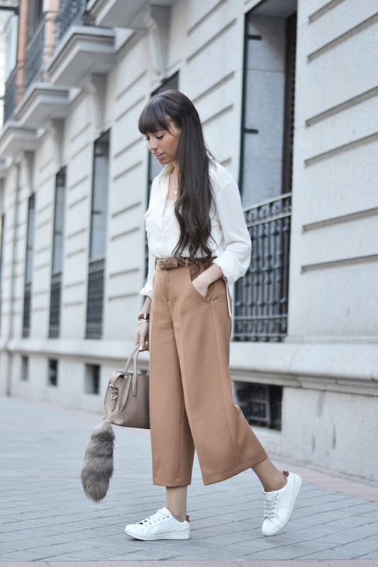 Culotte-pants-outfit_white-sneakers_street-style_(1)