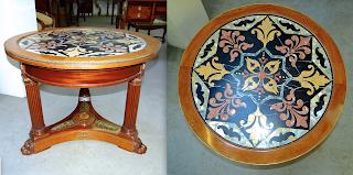 Красивый антикварный стол с мраморной столешницей. ок.1850 г. Наборный мрамор. Красное дерево, позолоченная бронза. 90/70 см. 4300 евро.