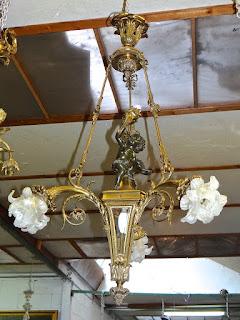 Бронзовая люстра 19-й век. Бронза, золочение, патина, стекло. 65/115 см. 5500 евро.