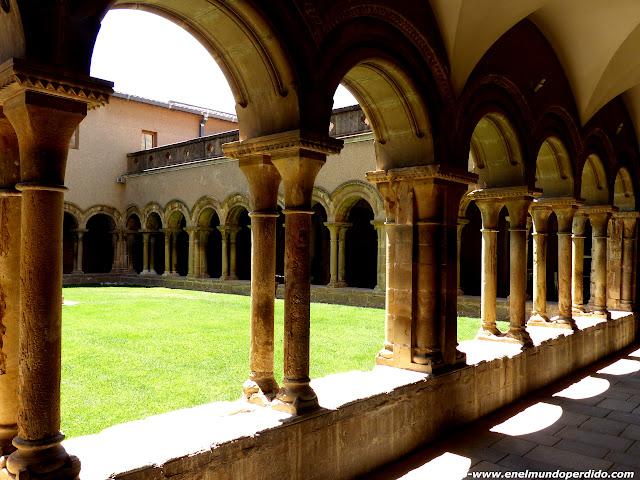claustro-monestir-les-avellanes.JPG