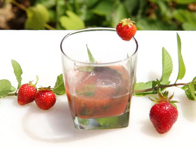 Bourbon, Dandelion Wine, Strawberry summer cocktail