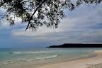 6 km bezludna plaża, do której prowadzi 'szlak' przez dzunglę