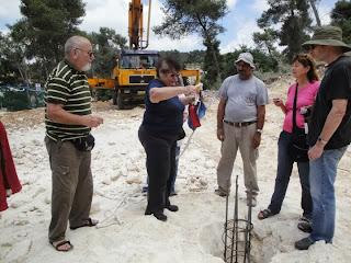 טקס הנחת אבן הפינה באתר הבנייה.  Ceremony of laying the corner stone at the construction site.