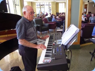 Our Treasurer, Laurie Conder, giving a second performance in the afternoon on his Roland BK-9.