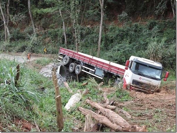 acidente desvio na mgc 381  (6)