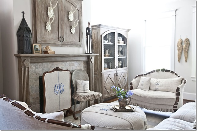 lviing-room-with-slipcovers