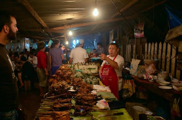 Фудкорт в Луанг Прабанге.