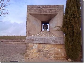 Monumento a Machado en el Paseo de las Murallas