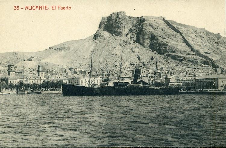 El vapor CULLERA, en estado de origen, todavia con los tres mastiles, en el puerto de Alicante.JPG