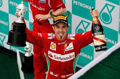 фотошоп дьявол Фернандо Алонсо на подиуме Гран-при Малайзии 2012