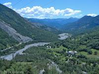 Das Tal der Var. Kurz nach dem Örtchen Saint-Martin-d'Entraunes. Raus aus dem heißen Tal und über den Col des Champs (2087 m) nach Colmars.
