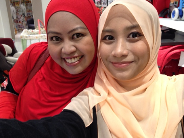 Mommy irra & farah di Mothercare Atria Gallery