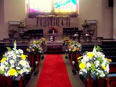 Album (digital) de fotos de Igreja Adventista do 7° dia | Estácio. Fotografias digitais da Carla Flores, que faz decoração floral em eventos sociais e corporativos usando as mais lindas flores. Faz bouquet (buquê) de noiva, decoração de casamento, decoração de festas, decoração de 15 anos, arranjos de mesa, decoração de salão de festa, locação de mobiliário, decoração de igreja, arranjos de casamento e decoração dos mais lindos eventos. Atua em Niterói, Rio de Janeiro (RJ).