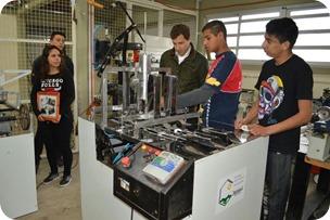 Alumnos de la EET N°2 de Villa Clelia crearon una máquina para mejorar la producción de la industria alfajorera local
