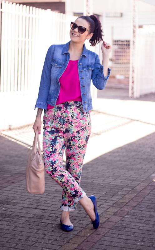 look calça estampada e jaqueta jeans (5)
