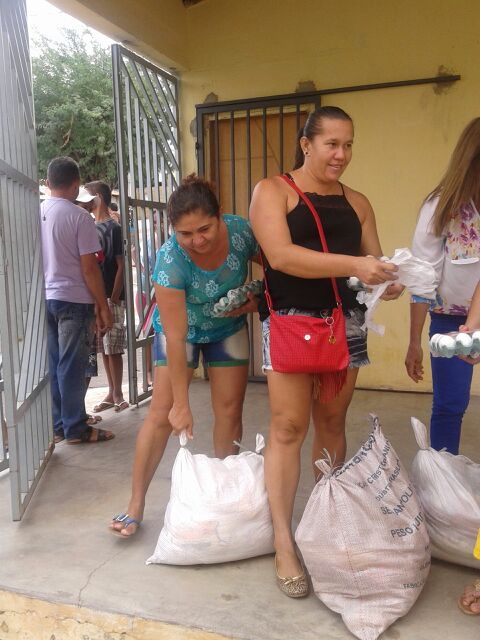 SOLIDAREIDADE: GRUPO IRMÃOS GG DOA CESTAS BÁSICAS