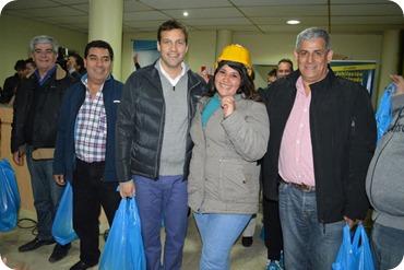 El Municipio entregó elemntos de seguridad e higiene a quienes se capacitan en la Fundación UOCRA