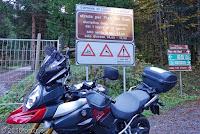 Von Lozzo di Cadore führt dieser schmale Weg hinauf in ein Hochtal zum Rifugio Ciareido. Scheinbar wegen Bauarbeiten geschlossen. Und dann gibts da auch noch eine Einbahnregelung...