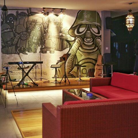 Kartel bar resto denpasar bali let 39 s go eat for Mural kartun