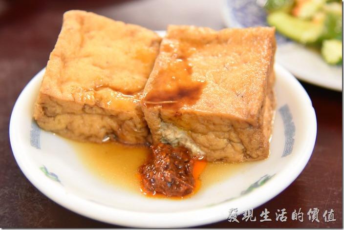南投-胡國雄古早麵。油豆腐(2塊),NT20。跟這裡的其他小菜比起來,這油豆腐就顯得不怎麼樣了,味道不夠。
