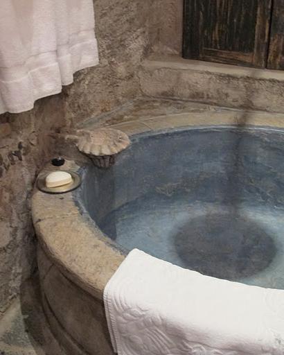 66 A galvanized tin bathtub
