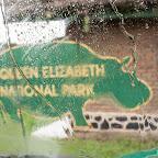 Regenguss am Eingang des Queen Elizabeth Nationalparks © Foto: Marco Penzel   Outback Africa