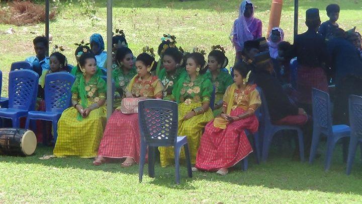 penari anak di upacara tradisi cakkuriri sendana majene