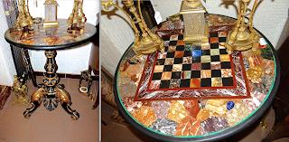 Столик для игры в шахматы с мраморной столешницей. 19-й век. Мраморная столешница, деревянная резная ножка. 70/75 см. 5900 евро.