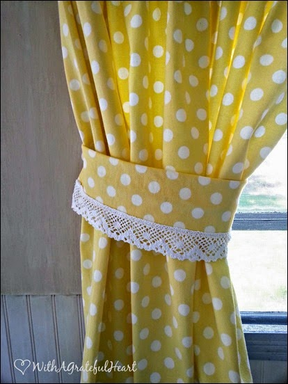 Daffodil Curtain Tieback and Trim