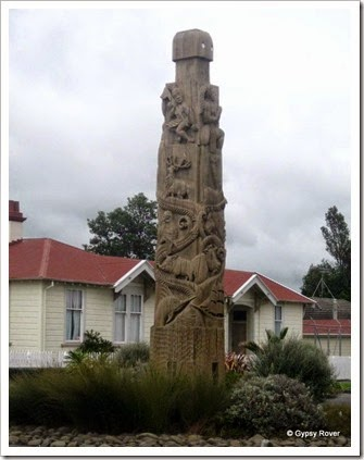 Carving in the centre of Opotiki