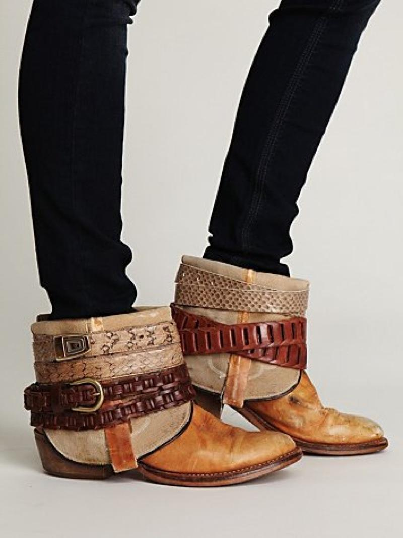 I simply took an old pair of cowboy boots, chopped them up and accessorized