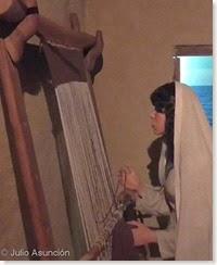 Mujer en telar - recreación de La Picola - Museo del Mar