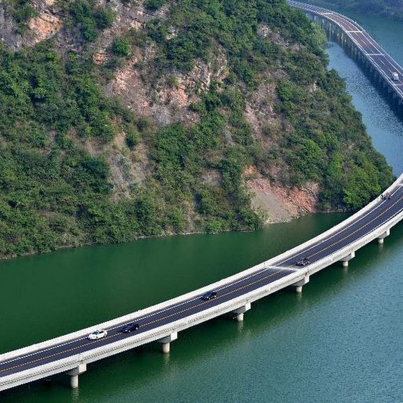 China's New Motorway is Built Over Water