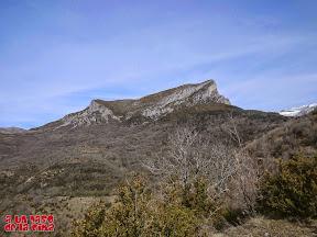 El sinclinal colgado del Castillo Mayor ©aunpasodelacima