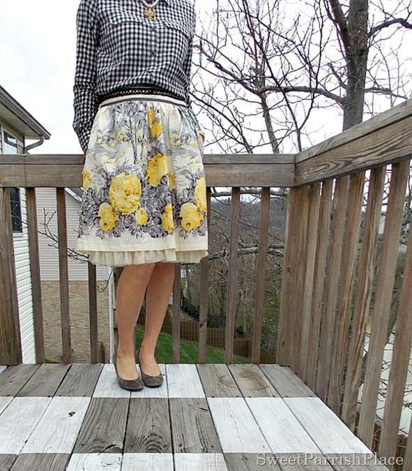 Full floral skirt, plaid shirt, grey pumps1