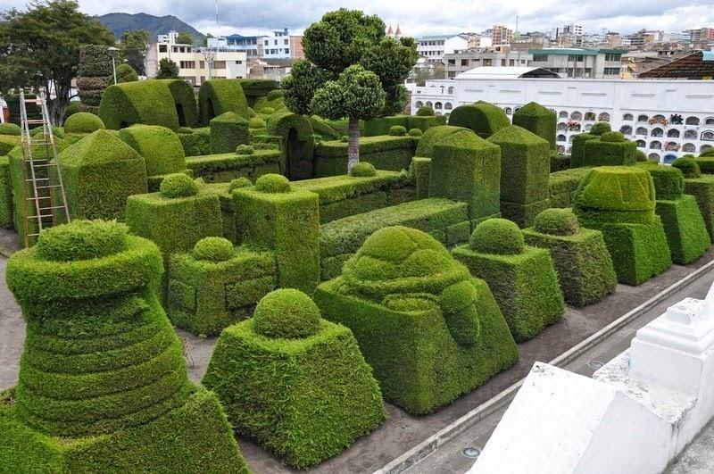 topiary-cemetery-tulcan-4