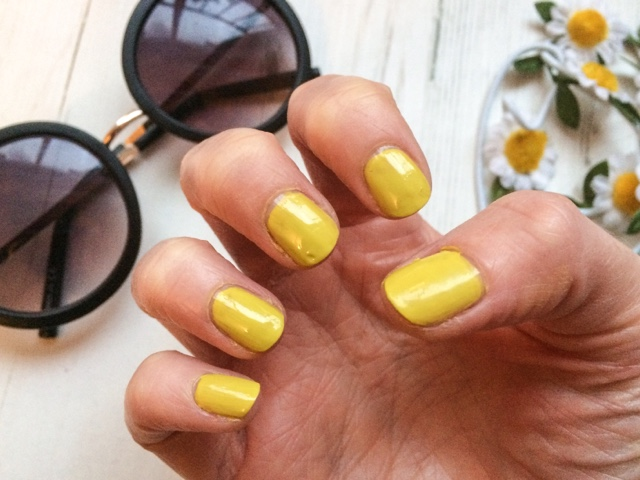 midweek-manicure-monday-manicure-beauty-blog-nails-nail-art-polishaholic-models-own-modelsown-aciiied-acid-green-mustard-yellow-70s-trend-fancy-dress-costume-party-fashion