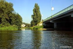 Před mostem vlevo ustí Svatavy.