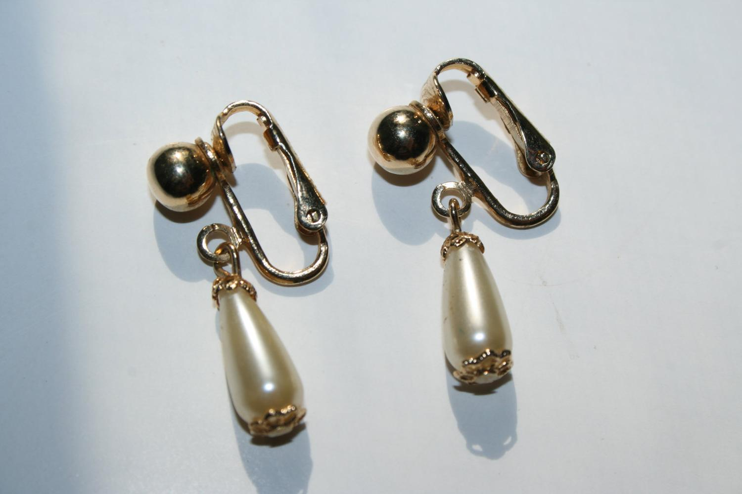 40  off. black friday  cyber monday. Vintage Wedding Earrings, Sarah